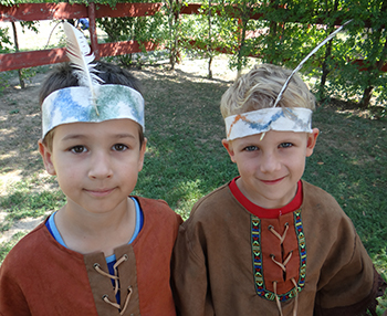 Kis Medve törzsének gyermekei – vadnyugati mesetábor a Csiki Pihenokertben