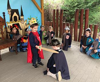 Udvarhölgy és apródképző - mesetábor Mátyás király korában a Csiki Pihenokertben